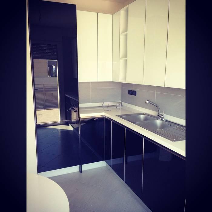 Cucina Case moderne di Arreda Progetta di Alice Bambini Moderno