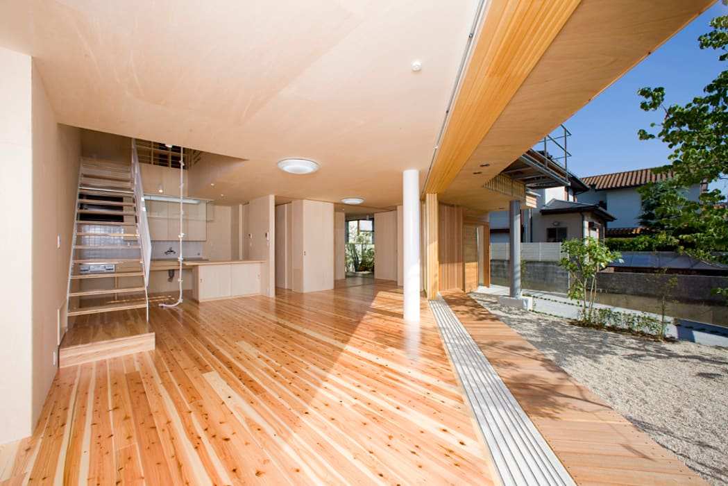 居間: 松下建築設計 一級建築士事務所/Matsushita Architectsが手掛けたリビングです。