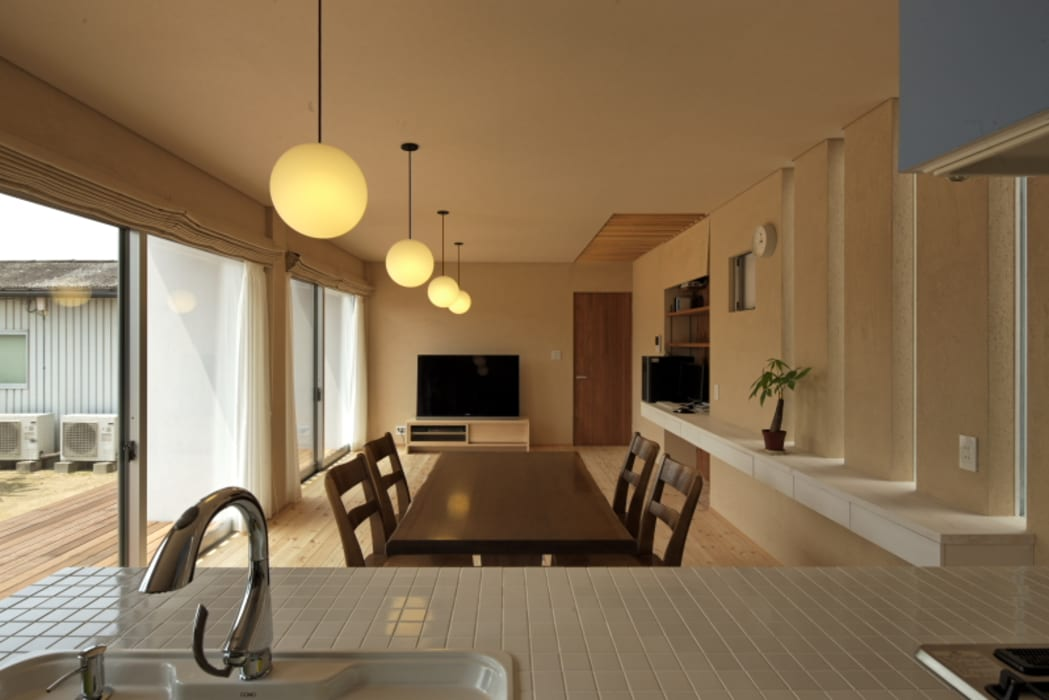 Country style dining room by eu建築設計 Country