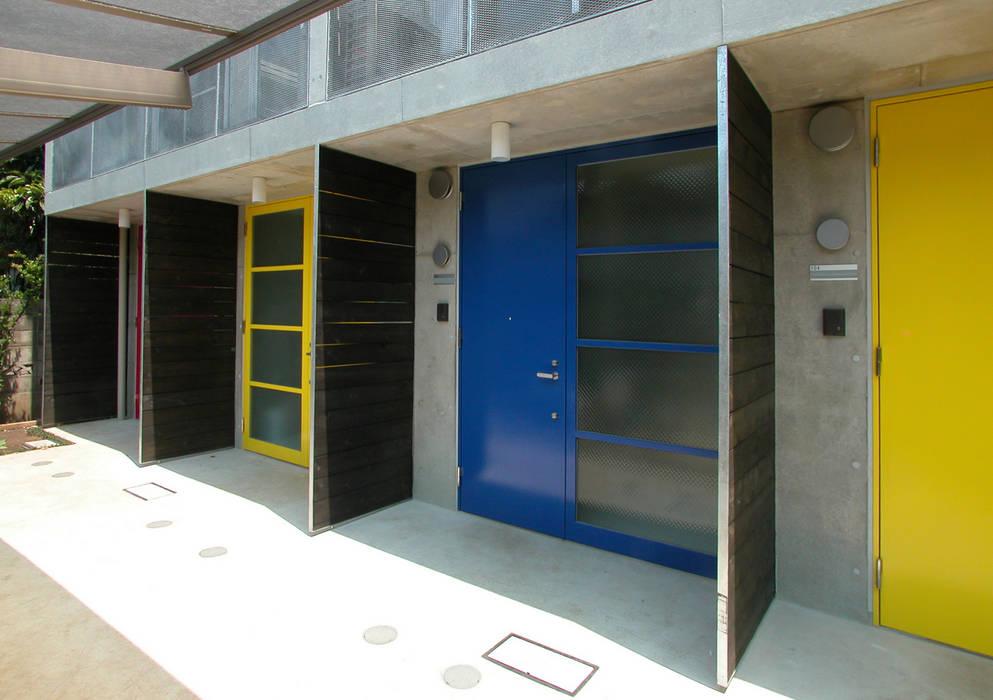 Moderne Fenster & Türen von ユミラ建築設計室 Modern