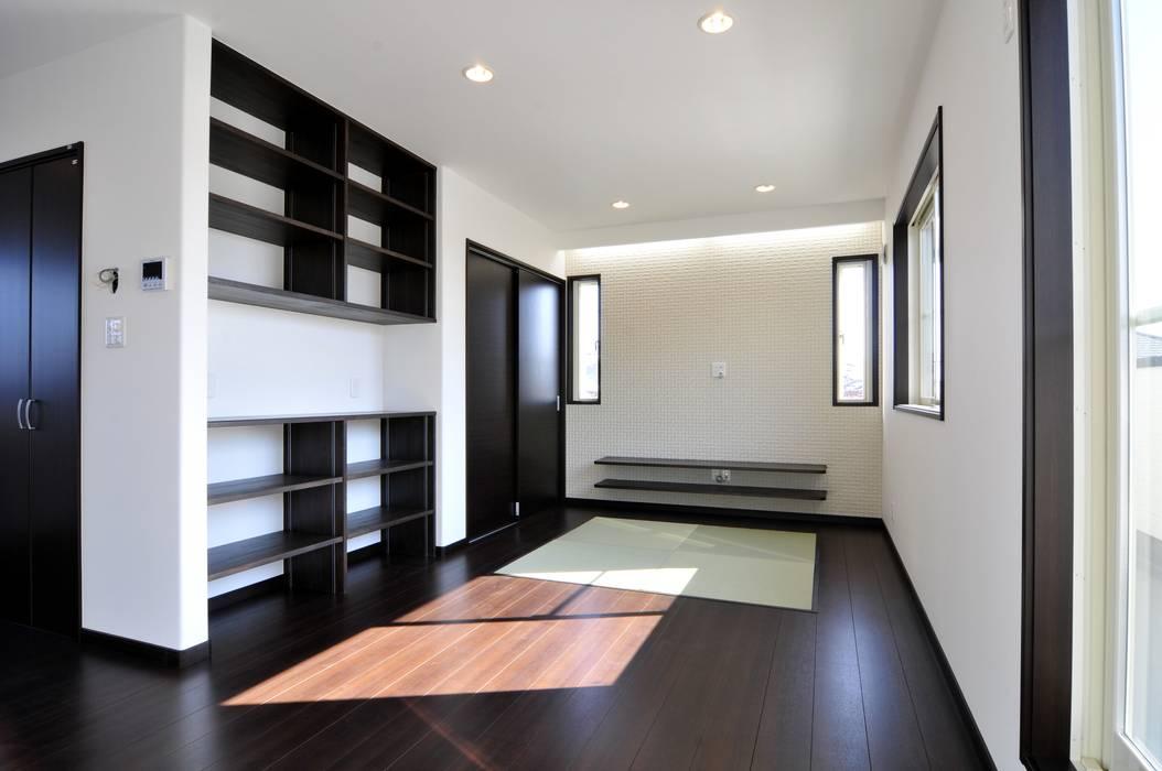 Moderne woonkamers van スクエア建築スタジオ Modern