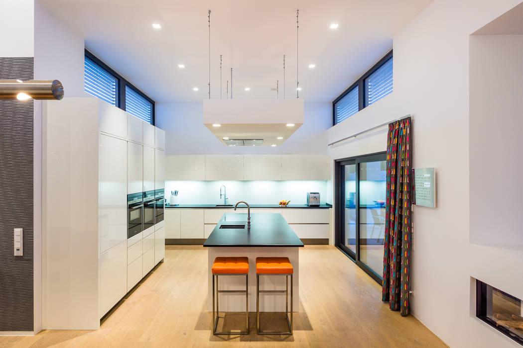 Cocinas de estilo  por Helwig Haus und Raum Planungs GmbH, Moderno