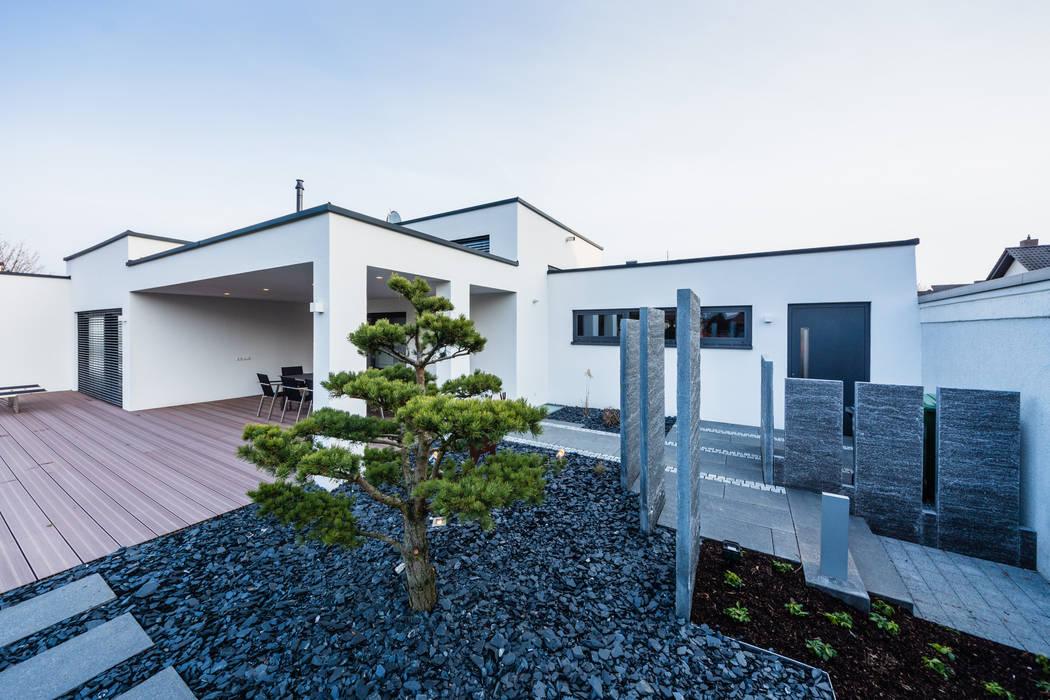 Cascade House - Single Family House in Bürstadt, Germany Modern garden by Helwig Haus und Raum Planungs GmbH Modern
