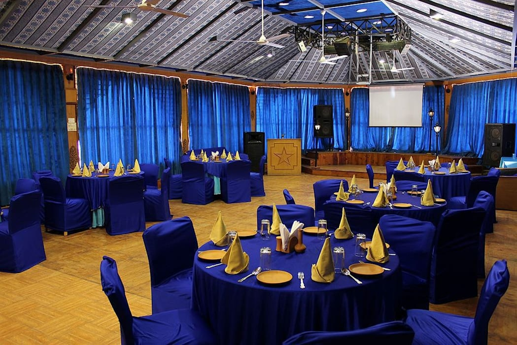conference facility in shimla:  Hotels by Snow King Retreat