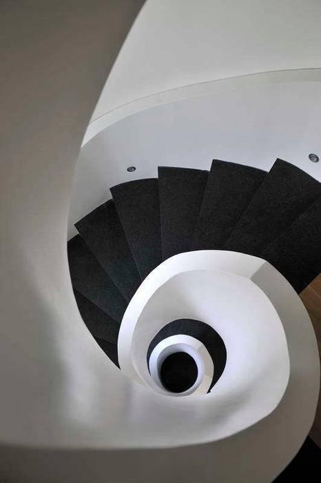 EK HOUSE SAKLIKORU Pasillos, vestíbulos y escaleras de estilo moderno de Esra Kazmirci Mimarlik Moderno