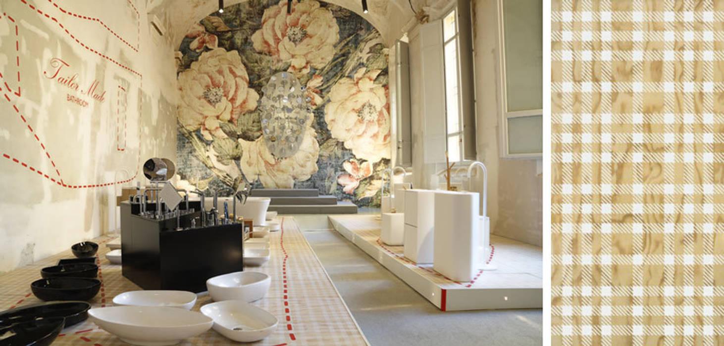 Tailor Made Bathroom: Allestimenti fieristici in stile  di Alhambretto Design Studio