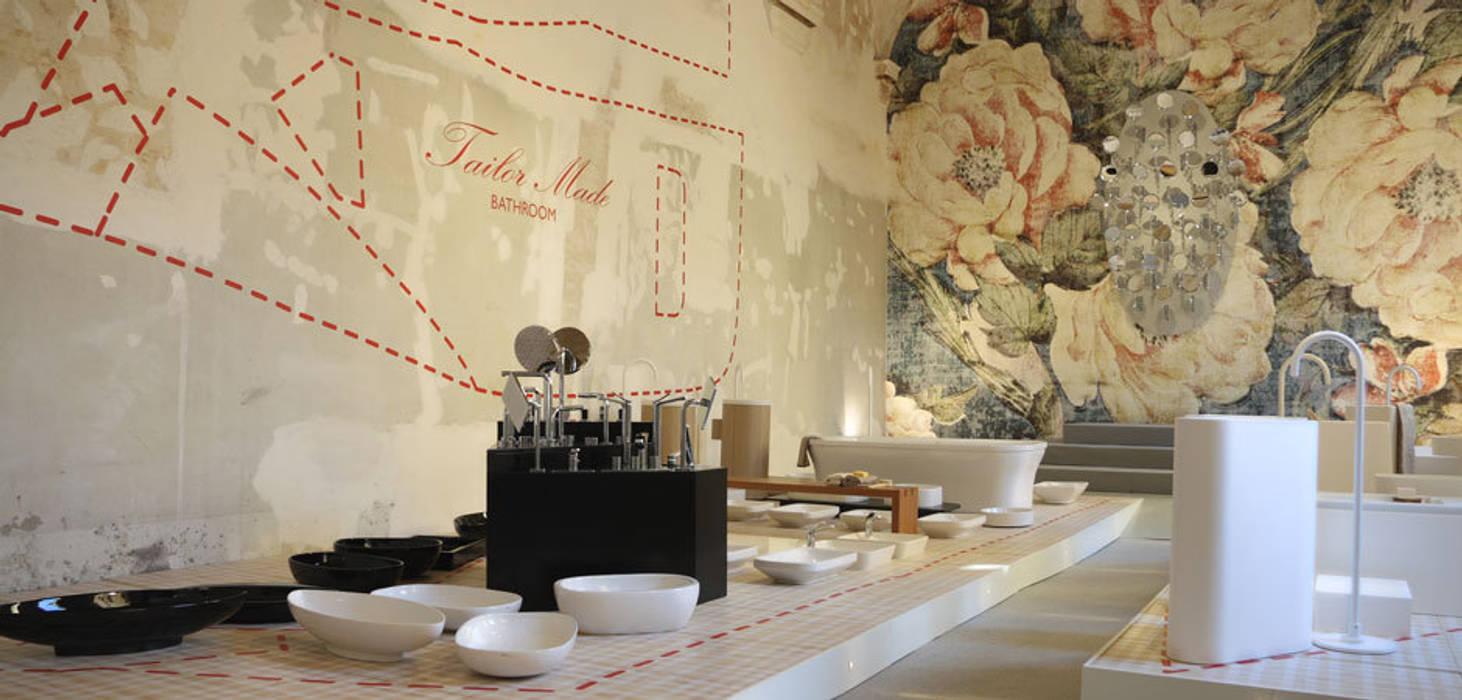 Tailor Made Bathroom Allestimenti fieristici moderni di Alhambretto Design Studio Moderno