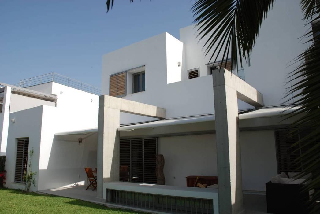 Exterior privado: Casas de estilo  de REQUE-GALLEGO Arquitectos