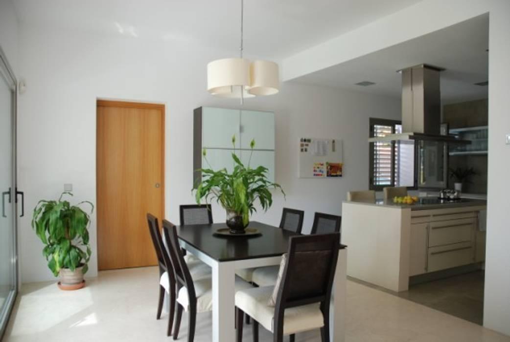 Cocina y comedor REQUE-GALLEGO Arquitectos Casas de estilo moderno