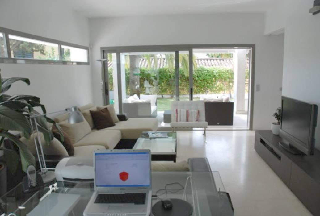Salón Casas de estilo moderno de REQUE-GALLEGO Arquitectos Moderno