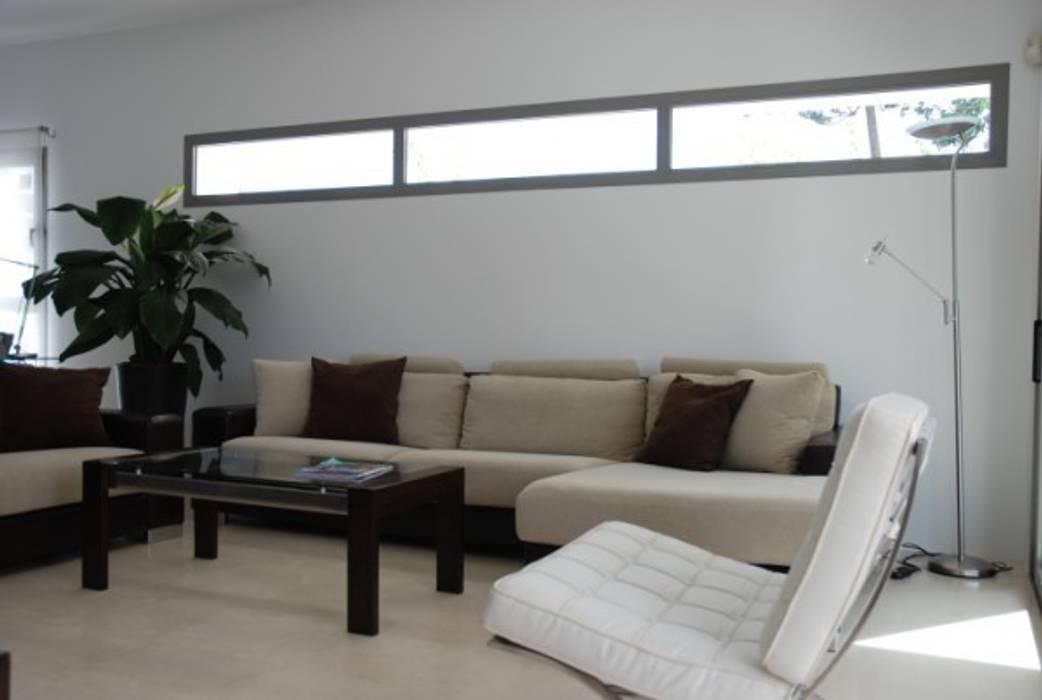 Salón : Casas de estilo moderno de REQUE-GALLEGO Arquitectos