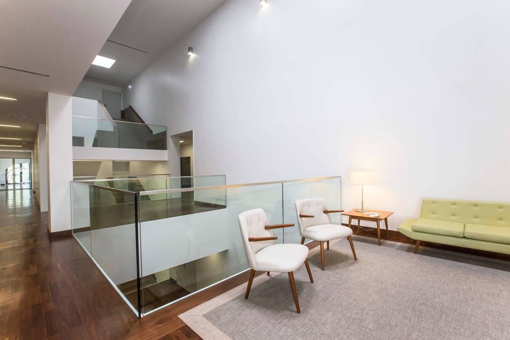 """Lar Residencial """"Torre Sénior"""" Casas modernas por Atelier d'Arquitetura Lopes da Costa Moderno"""