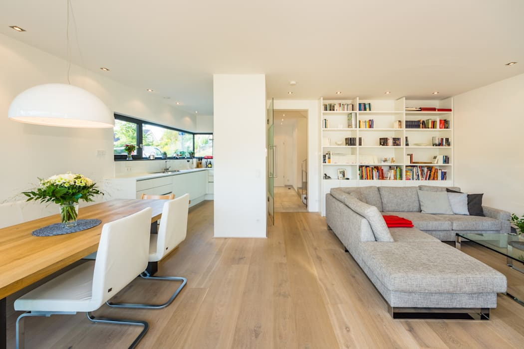 Fanned House - Single Family House in Weinheim, Germany Modern living room by Helwig Haus und Raum Planungs GmbH Modern
