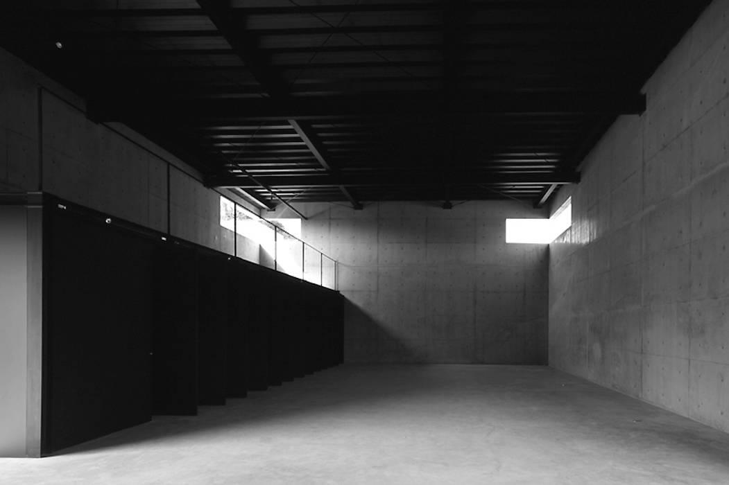 Paredes de estilo  por 藤本寿徳建築設計事務所, Moderno