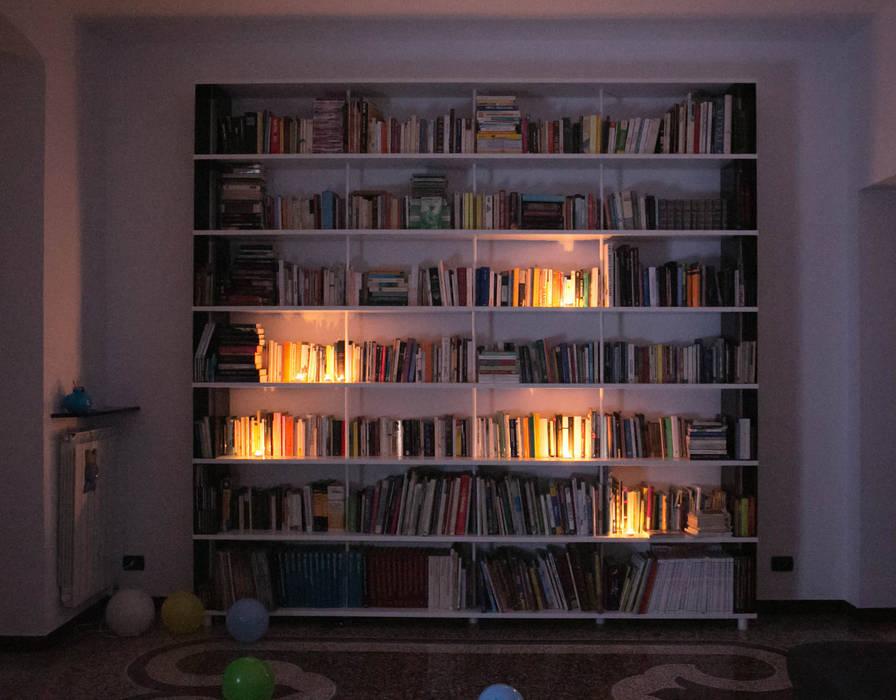 Skaffa bookcase in Genoa: Soggiorno in stile  di Piarotto.com -  Mobilie snc, Moderno