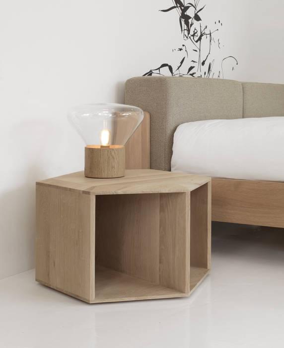 Table de chevet HEXA: Maison de style  par FAIRSENS