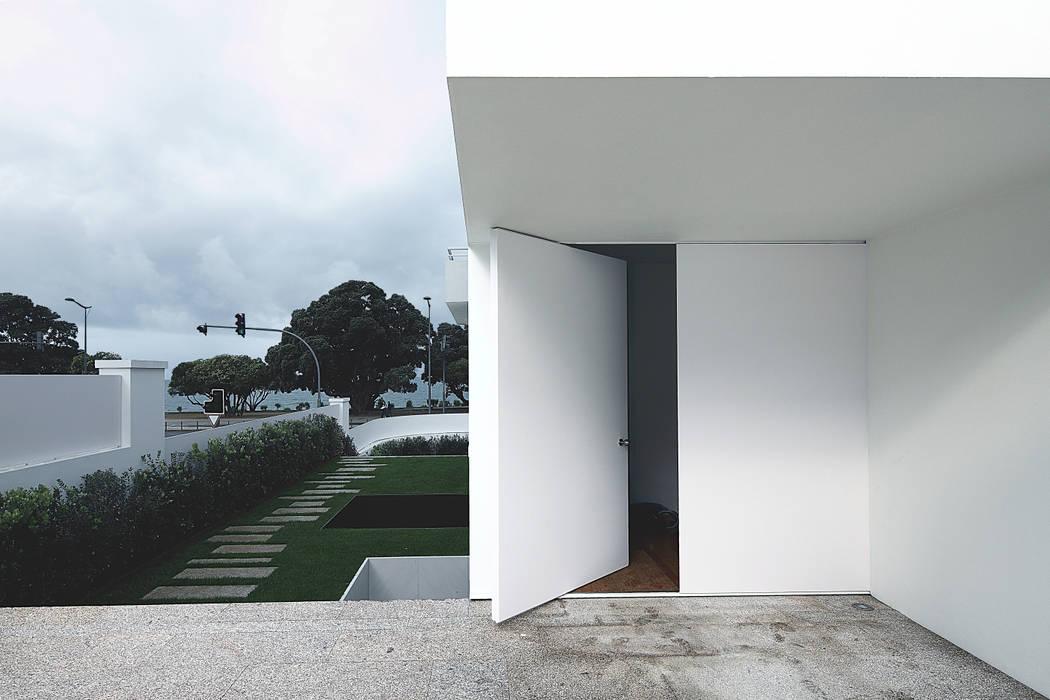 Modern Windows and Doors by Barbosa & Guimarães, Lda. Modern
