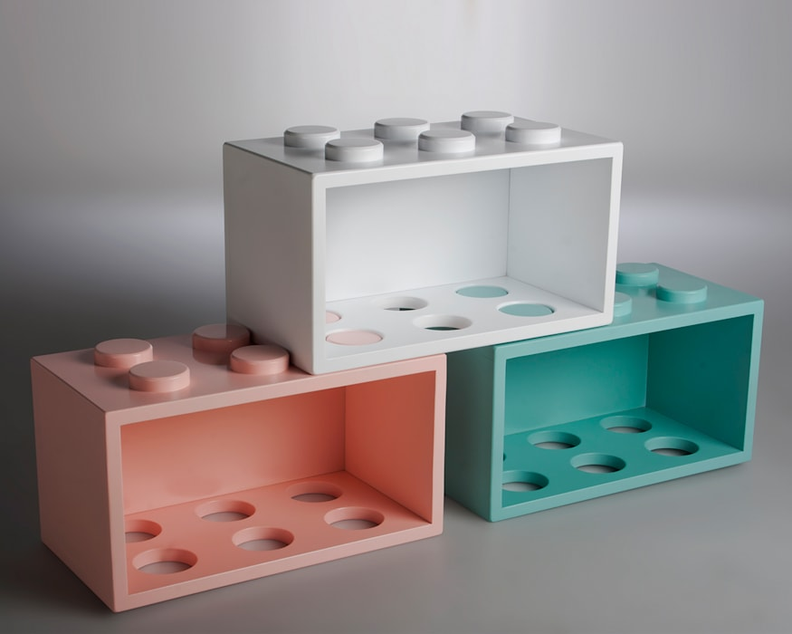 GIOCHIAMO di YU HIRAOKA DESIGN Moderno
