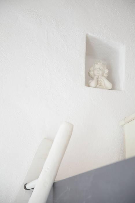 Un dettaglio Camera da letto in stile rustico di STUDIO PAOLA FAVRETTO SAGL Rustico Pietra