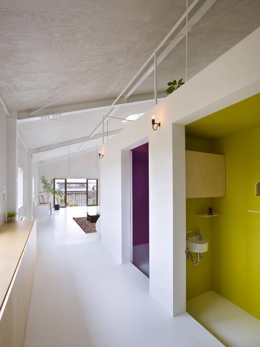AIRHOUSE DESIGN OFFICE Minimalistische Wohnzimmer