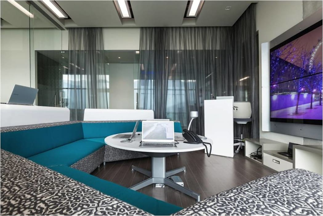 Salas multimedia: Salas multimedia de estilo moderno por Ofis Design