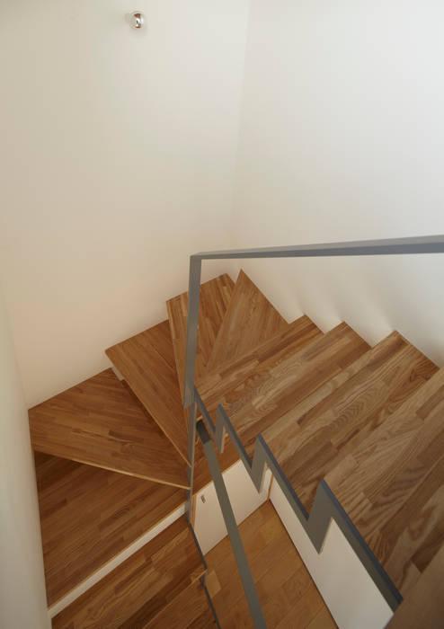 階段 オリジナルスタイルの 玄関&廊下&階段 の Osamu Sano Architect & associates オリジナル