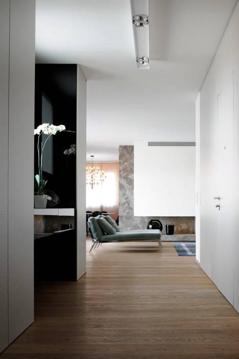 INGRESSO: Ingresso & Corridoio in stile  di ANG42