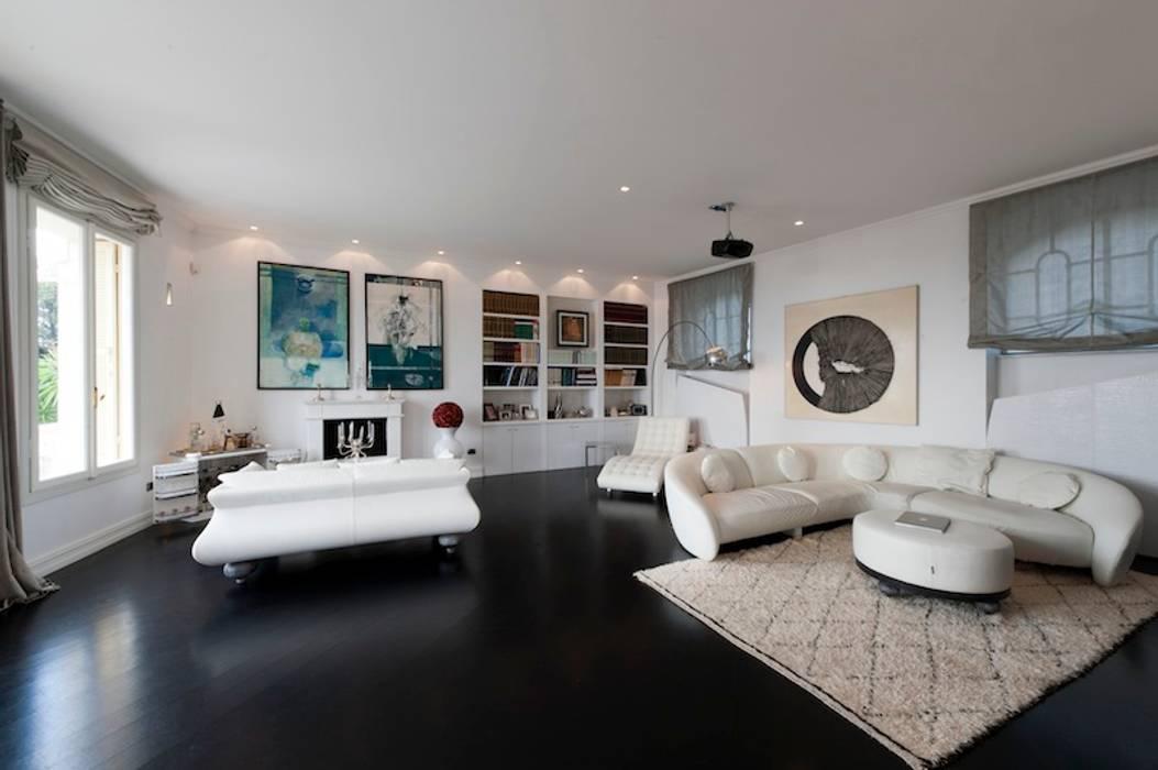 Salones de estilo moderno de studiodonizelli Moderno