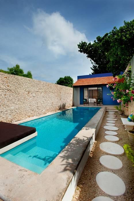 Pool by Taller Estilo Arquitectura, Mediterranean