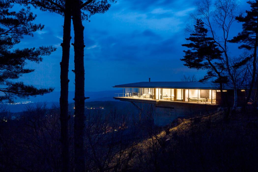 全景_夕景: 城戸崎建築研究室 / KIDOSAKI ARCHITECTS STUDIOが手掛けた家です。
