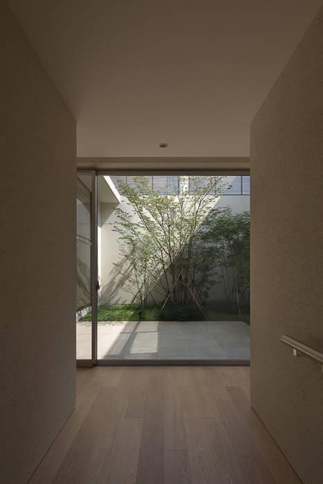 玄関 モダンスタイルの 玄関&廊下&階段 の Atelier Square モダン