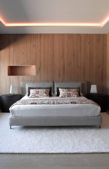 bedcover Strigo GmbH Rustic style bedroom