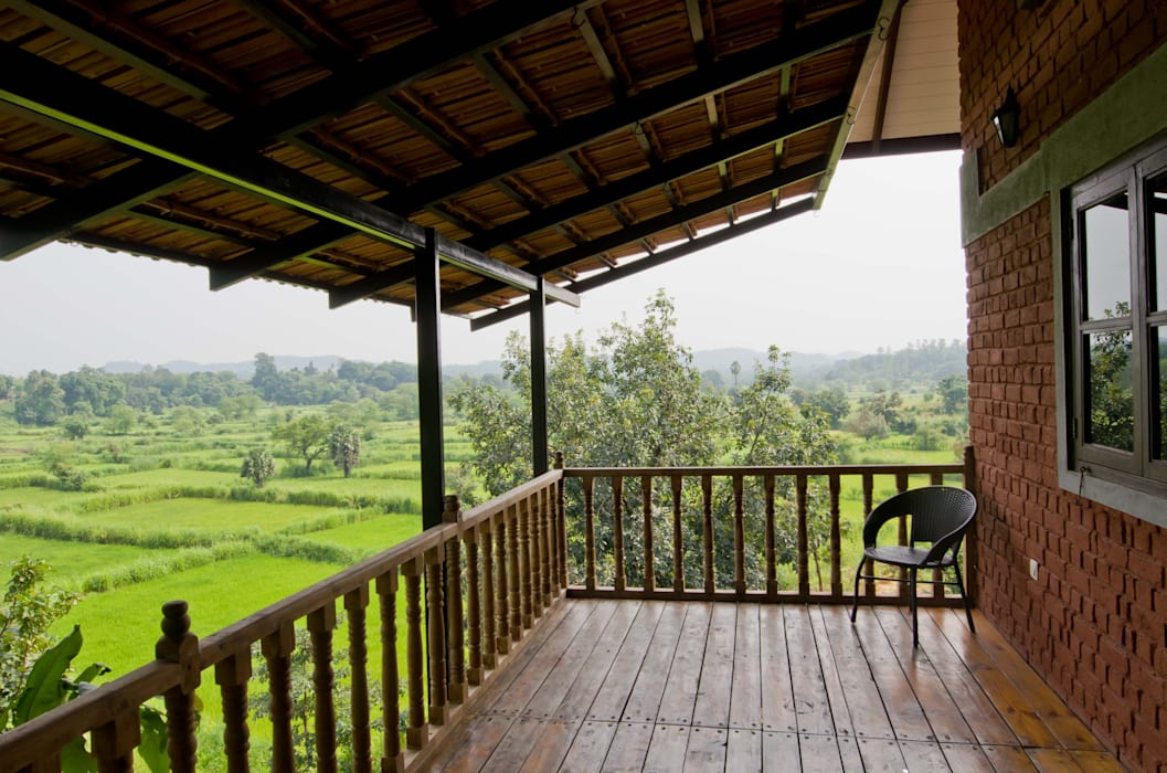 Bedroom verandah Rustic style balcony, veranda & terrace by M+P Architects Collaborative Rustic
