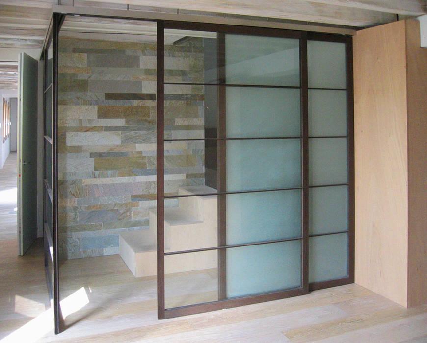 Inteno - accesso al piano primo Case moderne di nicola feriotti studio Moderno