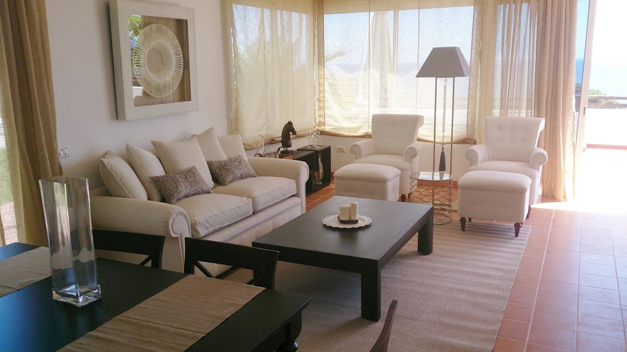 Salón: Casas de estilo clásico de Tatiana Doria,   Diseño de interiores