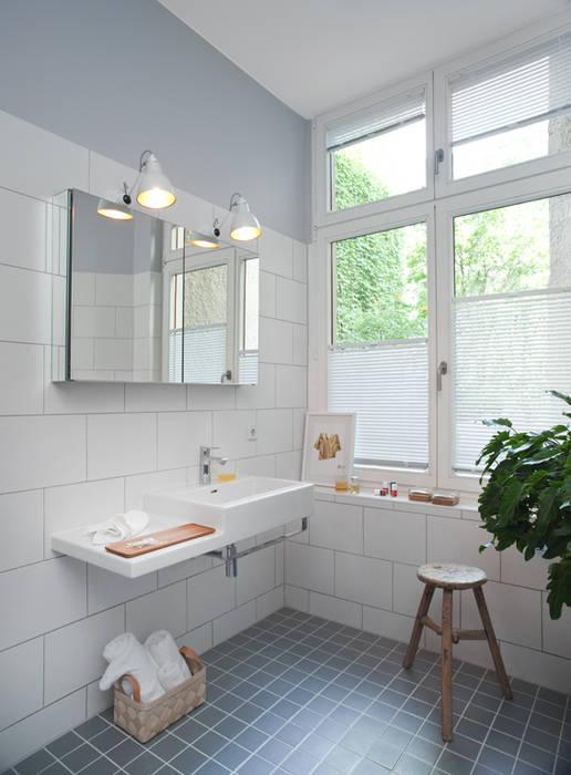simple bathroom VINTAGENCY Ausgefallene Wohnzimmer