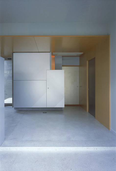 エントランスホールの様子: JWA,Jun Watanabe & Associatesが手掛けた廊下 & 玄関です。