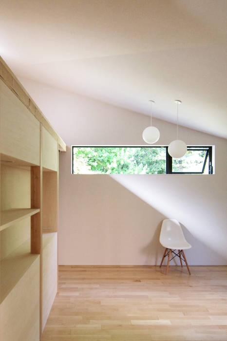 稜線の家: ウタグチシホ建築アトリエ/Utaguchi Architectural Atelierが手掛けた寝室です。