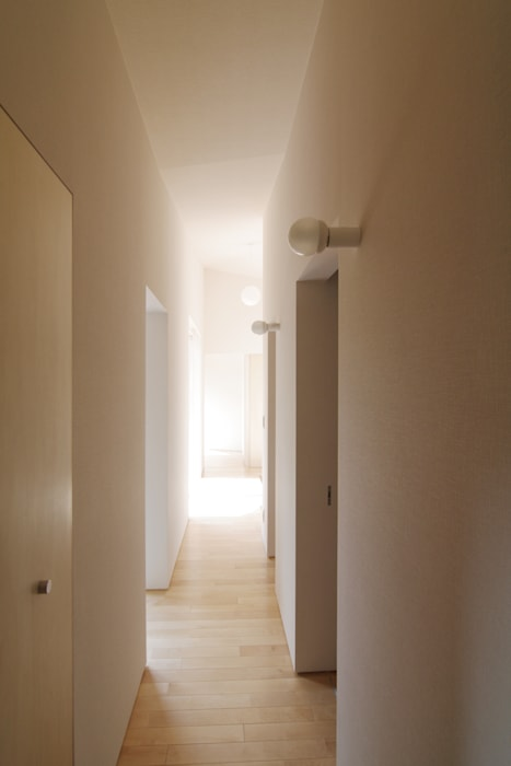 稜線の家 玄関・廊下・階段 の ウタグチシホ建築アトリエ/Utaguchi Architectural Atelier