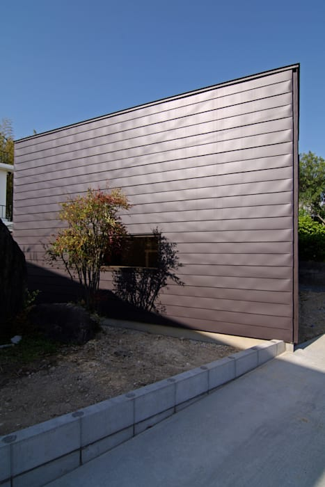 稜線の家 モダンな 家 の ウタグチシホ建築アトリエ/Utaguchi Architectural Atelier モダン