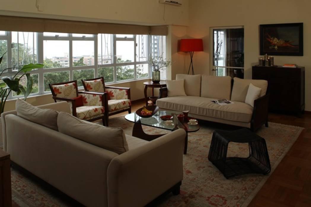 Rumah: Ide desain interior, inspirasi & gambar Oleh Nicole Cromwell Interior Design