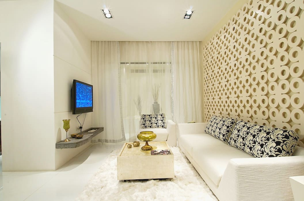 LIVING ROOM:  Bedroom by shahen mistry architects
