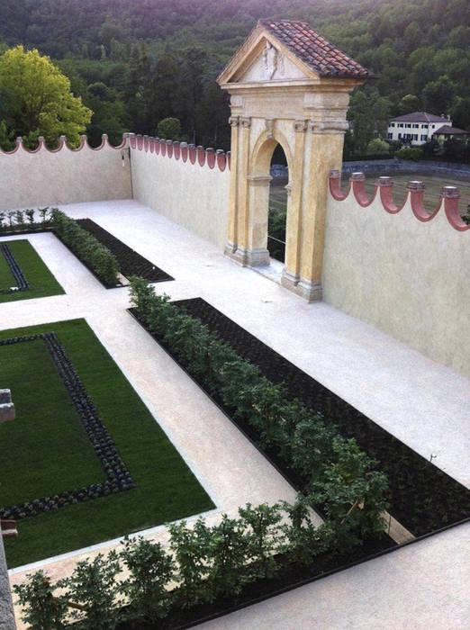 Le nostre realizzazioni: Villa Dei Vescovi: Giardino in stile  di Dal Ben Giardini