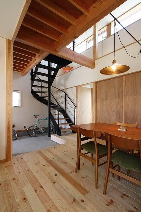 ダイニング: 伊藤瑞貴建築設計事務所が手掛けたリビングです。