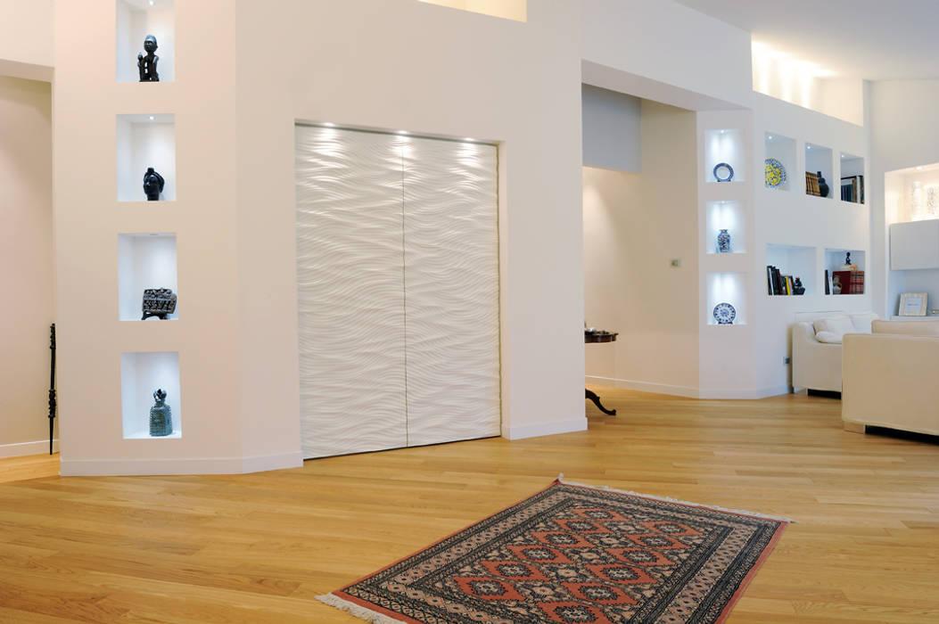 Attico di luce a Ravenna: Soggiorno in stile in stile Moderno di Atelièr di progettazione