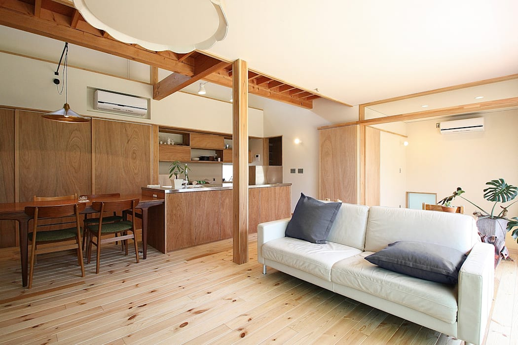 リビング: 伊藤瑞貴建築設計事務所が手掛けたリビングです。