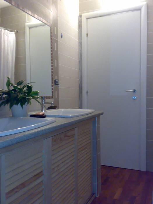 il bagno: Case in stile in stile Eclettico di Studio Archifor