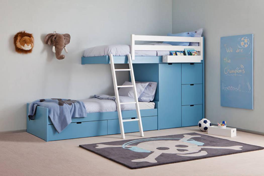 Litera tren con cama nido debajo: Habitaciones de niños de estilo  de Sofás Camas Cruces