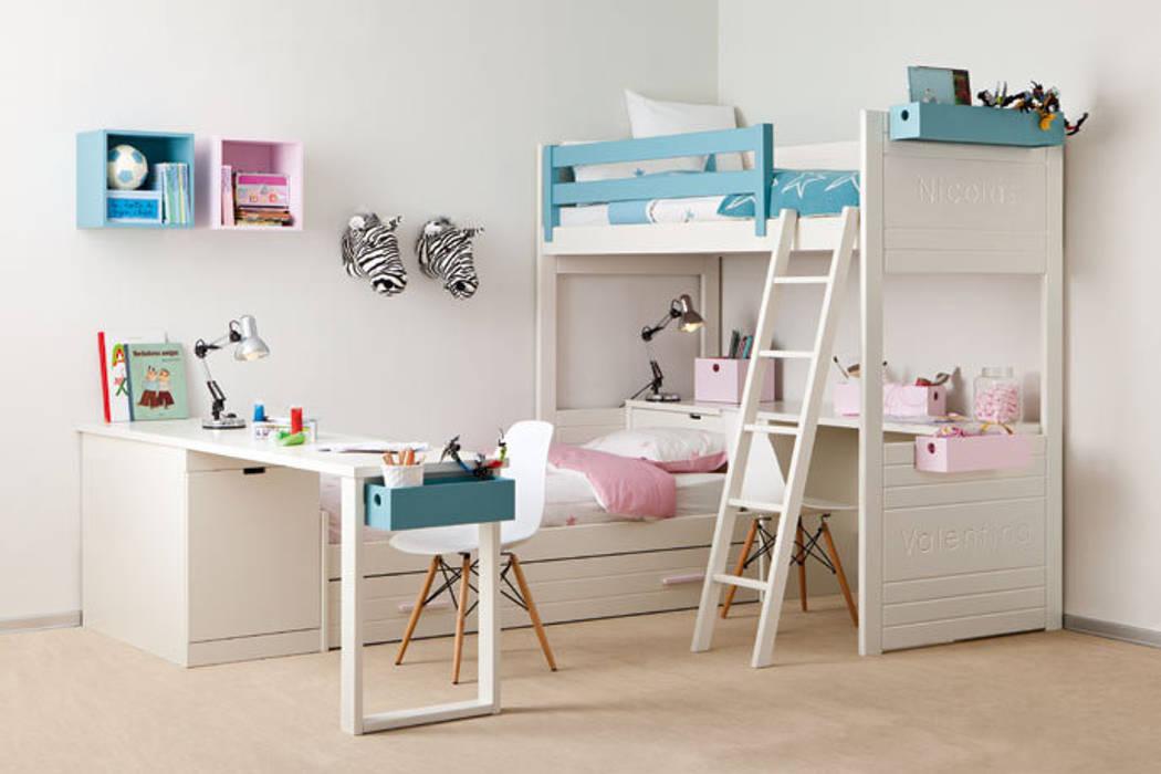 Habitación infantil con cama nido y litera : Dormitorios infantiles de estilo  de Sofás Camas Cruces