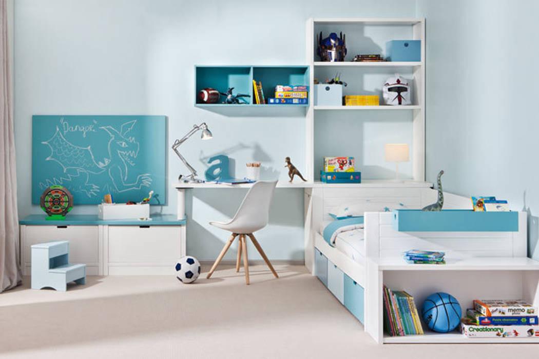 Dormitorio juvenil en tres zona: Habitaciones de niños de estilo  de Sofás Camas Cruces